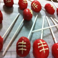 Footy cake pops Birthday Parties, 5th Birthday, Birthday Cakes, Birthday Ideas, Sports Party, Dessert Recipes, Desserts, Event Decor, West Coast