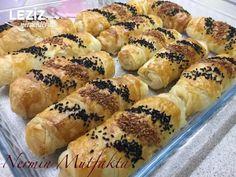 Çok Kabaran Puf Puf Börek – Sandviç tarifi – Las recetas más prácticas y fáciles Hot Dog Buns, Cookie Recipes, Sushi, Dinner Recipes, Bread, Cookies, Breakfast, Ethnic Recipes, Food