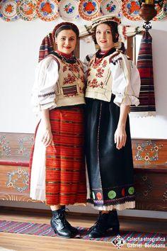 Rupea Folk Costume, Costumes, Folk Clothing, India, Ethnic Fashion, People Around The World, Folk Art, Leather Skirt, Faces