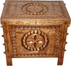 Lada de zestre, maramures-art.ro Hope Chest, Decorative Boxes, Clock, Storage, Romania, Wood, Painting, Drawing, Home Decor