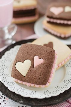 15 Surprise Inside Heart Cakes & Cupcakes - Thewedding Id Fancy Cookies, Cute Cookies, Cupcake Cookies, Sugar Cookies, Biscuit Cookies, Vanilla Cookies, Cookie Favors, Flower Cookies, Easter Cookies