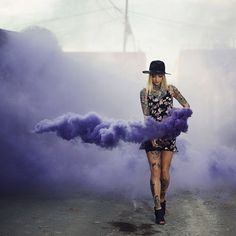 This looks so surreal and mesmerizing photo by: model: Creative Portraits, Creative Photography, Portrait Photography, Ideas Para Photoshoot, Photoshoot Inspiration, Rauch Fotografie, Smoke Bomb Photography, Foto Portrait, Colored Smoke