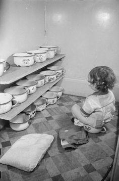 10-habitos-disparatados-en-los-bebes-del-pasado-que-hoy-en-dia-serian-impensable