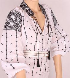 La Blouse Roumaine - Demetria Embroidery On Clothes, Embroidered Clothes, Embroidery Fabric, Lovely Dresses, Stylish Dresses, Simple Dresses, Ethno Style, Fashion Capsule, Folk Fashion