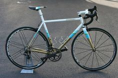 Speedvagen in the Surprise Me 2013 paint scheme with Campagnolo 80th Anniversary components... so hot