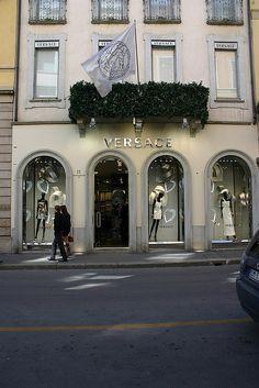 Versace  Via Montenapoleone Milano