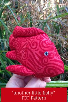 Another Little Fishy - PDF Pattern for finger puppet Sewing Patterns Free, Free Pattern, Fabric Fish, Finger Puppets, Last Minute Gifts, Pin Cushions, Soft Fabrics, Fun Crafts, Sewing Projects
