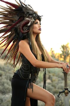 Feather Headdress/ Feather Mohawk/ Warrior Headdress/ Native American Headdress/ Horned Headdress/ Tribal Headdress/ African Headdress door WigsofWonder op Etsy https://www.etsy.com/nl/listing/203448111/feather-headdress-feather-mohawk-warrior