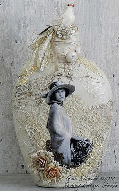 Shabby chic crafts ideas decoupage altered bottles 18 Ideas for 2019 Diy Bottle, Wine Bottle Crafts, Jar Crafts, Bottle Art, Diy And Crafts, Bottle Lamps, Shell Crafts, Shabby Chic Interiors, Shabby Chic Crafts
