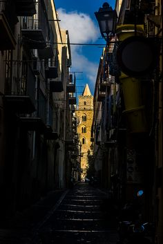 street's end The Duomo of Cefalú from a shady street | par mym
