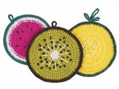 Häkel dir bunte Topflappen in den beliebten Früchteformen Melone, Ananas und Kiwi. Die ausführliche Anleitung ist sehr einfach & auch für Anfänger geeignet!