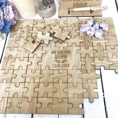 Jigsaw Puzzle Guest book for Wedding Diy Wedding Favors, Card Box Wedding, Wedding Frames, Wedding Book, Wedding Decoration, Wedding Things, Wedding Souvenir, Wedding Ideas, Wedding Reception