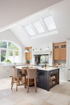 Island Life // No. 5 This Nickleby kitchen in this Edwardian family villa in… Open Plan Kitchen Living Room, Home Decor Kitchen, Country Kitchen, Kitchen Interior, New Kitchen, Home Kitchens, Modern Kitchens, Country Farmhouse, Dining Room