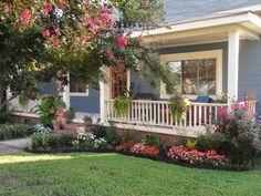 Veranda Mit Vielen Pflanzen Hohe Blumen Vorgartengestaltung Ideen |  GARTENGESTALTUNG | Pinterest | Veranden