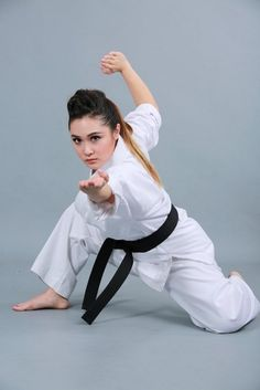 Martial Arts Quotes, Martial Arts Women, Human Poses Reference, Pose Reference Photo, Ben Bruce, Bruce Lee, Karate Girl, Shukokai Karate, Female Martial Artists
