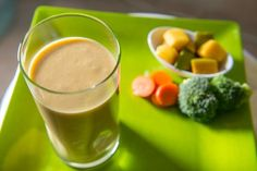 Fruit and Veggie Blast: Tough time eating broccoli? Can't get enough carrots in? This Blast helps even the newest Blaster get over their fear of vegetables! Nutribullet Juice Recipes, Protein Smoothie Recipes, Blender Recipes, Smoothie Diet, Smoothies, Magic Bullet Recipes, Magic Recipe, Good Healthy Recipes, Healthy Drinks