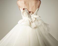 COLOURED WHITE(カラードホワイト)は、東京・白金プラチナ通りにある、オーダーメイドウェディングドレス、カラードレスのアトリエです。 Wedding Dresses, Color, Fashion, Bride Dresses, Moda, Bridal Gowns, Fashion Styles, Weeding Dresses, Colour