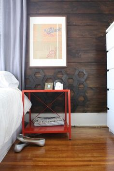 stained shiplap bedroom wall // hexagon wall detail