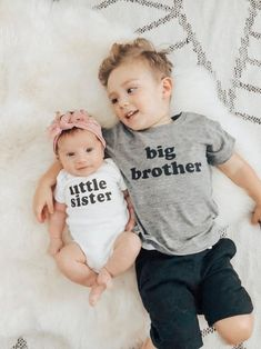 Big Brother Little sister outfit / Big brother little sister set / Big Brother T-Shirt Little Sister Pictures, Big Brother Little Brother, Cute Baby Pictures, Baby Sister, Newborn Pictures, Little Sisters, Brother Sister Photos, Brother Sister Photography, Foto Newborn