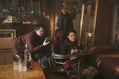 """Dark Hollow"" 3x07 photo stills. Once Upon a Time. Belle and Ariel"