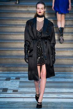 Julien Macdonald Fall 2015 Ready-to-Wear Collection Photos - Vogue