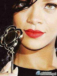Rihanna Got The Key To West Hollywood Rihanna. RiRi #Rihanna, #Riri, #pinsland, https://apps.facebook.com/yangutu