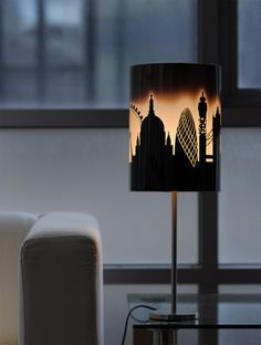 London Light: Heat-Reactive Lampshade Mimics Rising Sun - The lampshade features the iconic London skyline which is dark when the lamp is off. After you turn it on, the lampshade warms up and begins to change color. It slowly goes from nighttime dark to early morning glow to midday sun.