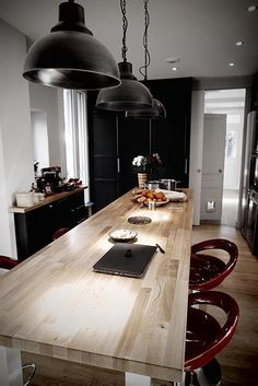 Architecte d'intérieur à Paris, Neuilly, diplômé de l'école Boulle, spécialiste de l'optimisation de l'habitat pour un espace harmonieux dans votre logement Ecole Boulle, Architecture, Kitchen Island, Dining Table, Furniture, Paris, Home Decor, The Family Stone, Living Spaces