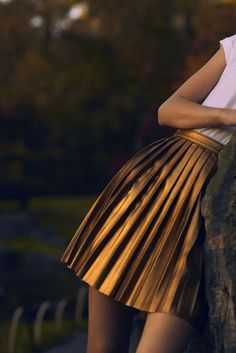 bronze leather pleated skirt...want!!!