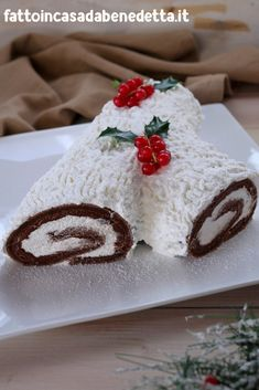 Christmas Yule Log, Christmas Dishes, Christmas Time, Yule Log Cake, Coffee Recipes, Desert Recipes, Ricotta, Vanilla Cake, Cake Decorating