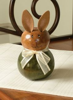 Our new bunny, Izzy, is sure to put you in the spring spirit. She has a natural colored head and dyed bottom. There are four colors to choose from. SMALL - Approximately 3.5� in diameter.