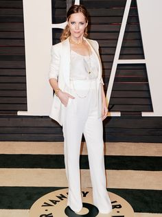 Leslie Mann in a white suit accessorized with gold jewelry at the 2015 Vanity Fair Oscar After-Party