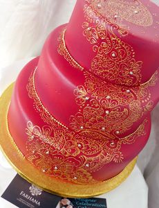 Farhana has taken her first love of Henna painting to the next level, by bringing something fresh and new, her attention to detail and free styling Henna techniques decorates cakes with 'henna icing' beautifully.