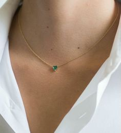 Collar grande de corazón esmeralda, oro macizo de 14 k, Dainty Jewelry, Simple Jewelry, Cute Jewelry, Jewelry Box, Jewelery, Silver Jewelry, Bridal Jewelry, Jewelry Accessories, Fashion Accessories