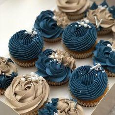 Deco Cupcake, Cupcake Cake Designs, Cupcake Cookies, Cupcakes Design, Elegant Cupcakes, Fancy Cupcakes, Yummy Cupcakes, Blue Wedding Cupcakes, Blue Cupcakes