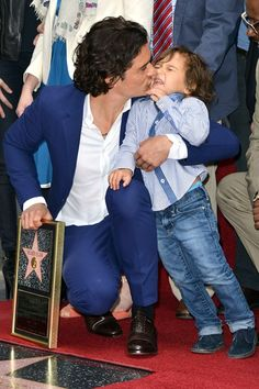 Orlando Bloom's son Flynn wants no part of a smooch from his dad on the Hollywood Walk of Fame