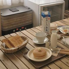 Image about food in Morning 🌞⛅ Breakfast 🍌🍞🥐🥛☕🍵 by Miss__Flower Good Food, Yummy Food, Cafe Food, Oui Oui, Aesthetic Food, Korean Food, Cravings, Food Photography, Bakery
