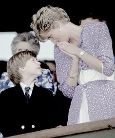 Royal Family Finds Solace In Tribute To Princess Diana Princess Diana Photos, Princess Diana Family, Royal Princess, Princess Of Wales, Lady Diana Spencer, Princesa Diana, George Of Cambridge, Prinz Charles, English Royal Family