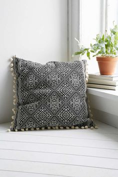 Coussin carré noir et blanc Magical Thinking Oversized Throw Pillows, White Throw Pillows, Throw Cushions, Toss Pillows, Accent Pillows, Black And White Pillows, Black White, Apartment Essentials, Magical Thinking