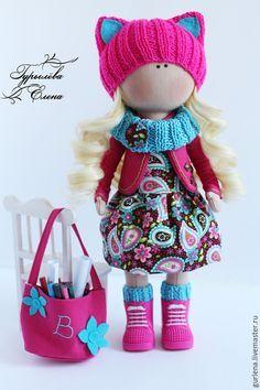 Купить или заказать Интерьерная кукла. в интернет-магазине на Ярмарке Мастеров. Куколка для девочки Виктории, которая очень любит кошек, яркий розовый цвет и рисовать. Куколка ручной работы принесет своему владельцу массу хорошего! Ведь при ее создании вкладывается душа и масса позитива! Интерьерная игрушка - это замечательный подарок к любому празднику и для любого возраста! Вы можете самостоятельно поучаствовать в создании вашей персональной игрушки, придумав ей образ,…