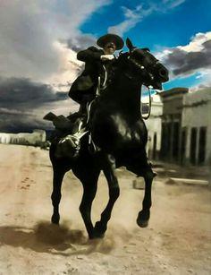 """LA REVOLUCIÓN MEXICANA A COLOR  """"Hombre rudo si se quiere, pero de una inteligencia natural sumamente desarrollada en su vida azarosa, capaz de dar su vida por aquellos a quienes llamara amigos; desconfiado a carta cabal...""""  Silvestre Terrazas sobre Francisco Villa"""