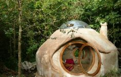 """Kerterres"". I would like to make one in the garden next Spring !!!    http://www.charentelibre.fr/2012/01/21/construire-sa-cabane-en-terre,1075742.php"