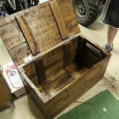 Wood chest from pallets