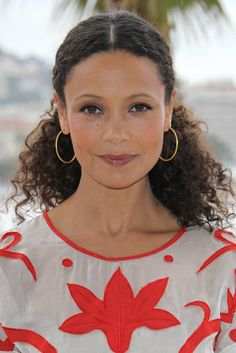 Ponytails Women with curly hair sometimes have too much hair to fit in one rubberband. Take a note from Thandie Newton's style book and use bobby pins to secure hair behind the ears in a faux ponytail.