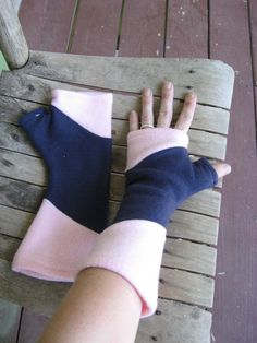 Items similar to Pink and Navy Blue Polar Fleece Fingerless Gloves / Arm Warmers on Etsy Fleece Crafts, Fleece Projects, Easy Sewing Projects, Sewing Hacks, Sewing Tutorials, Sewing Patterns, Sewing Crafts, Sewing Scarves, Sewing Clothes