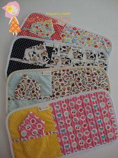 Image detail for -Mug Rugs/ Let's put a cookie in that pocket! Mug Rug Patterns, Quilt Patterns, Placemat Patterns, Small Quilts, Mini Quilts, Small Sewing Projects, Sewing Crafts, Vintage Diy, Mug Rug Tutorial