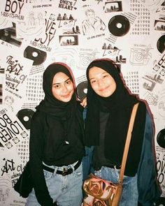 Casual Hijab Outfit, Ootd Hijab, Casual Outfits, Best Friend Photos, Friend Pictures, Skirt And Sneakers, Street Hijab Fashion, Hijab Fashion Inspiration, Vogue Covers