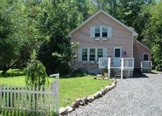 Detached studio with hot tub in the Catskills $285 a weekend