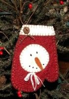 snowman mitten by valeria Christmas Ornaments To Make, Christmas Sewing, Primitive Christmas, Felt Ornaments, Handmade Christmas, Christmas Fun, Christmas Decorations, Country Christmas, Felt Snowman