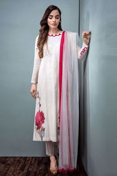 Precious Tips for Outdoor Gardens In general, almost half of the houses in the world… Simple Pakistani Dresses, Pakistani Dress Design, Pakistani Outfits, Indian Outfits, Stylish Dress Designs, Stylish Dresses, Simple Dresses, Embroidery Suits Punjabi, Kurti Embroidery Design